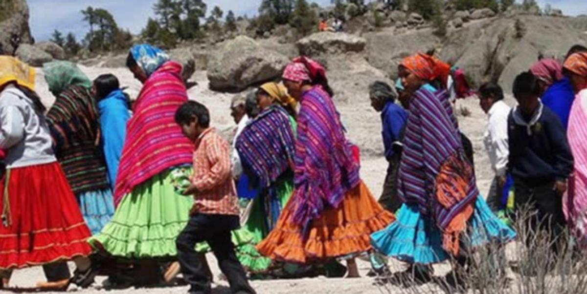 Reclaman Tarahumaras en caravana el derecho al reconocimiento sobre su territorio